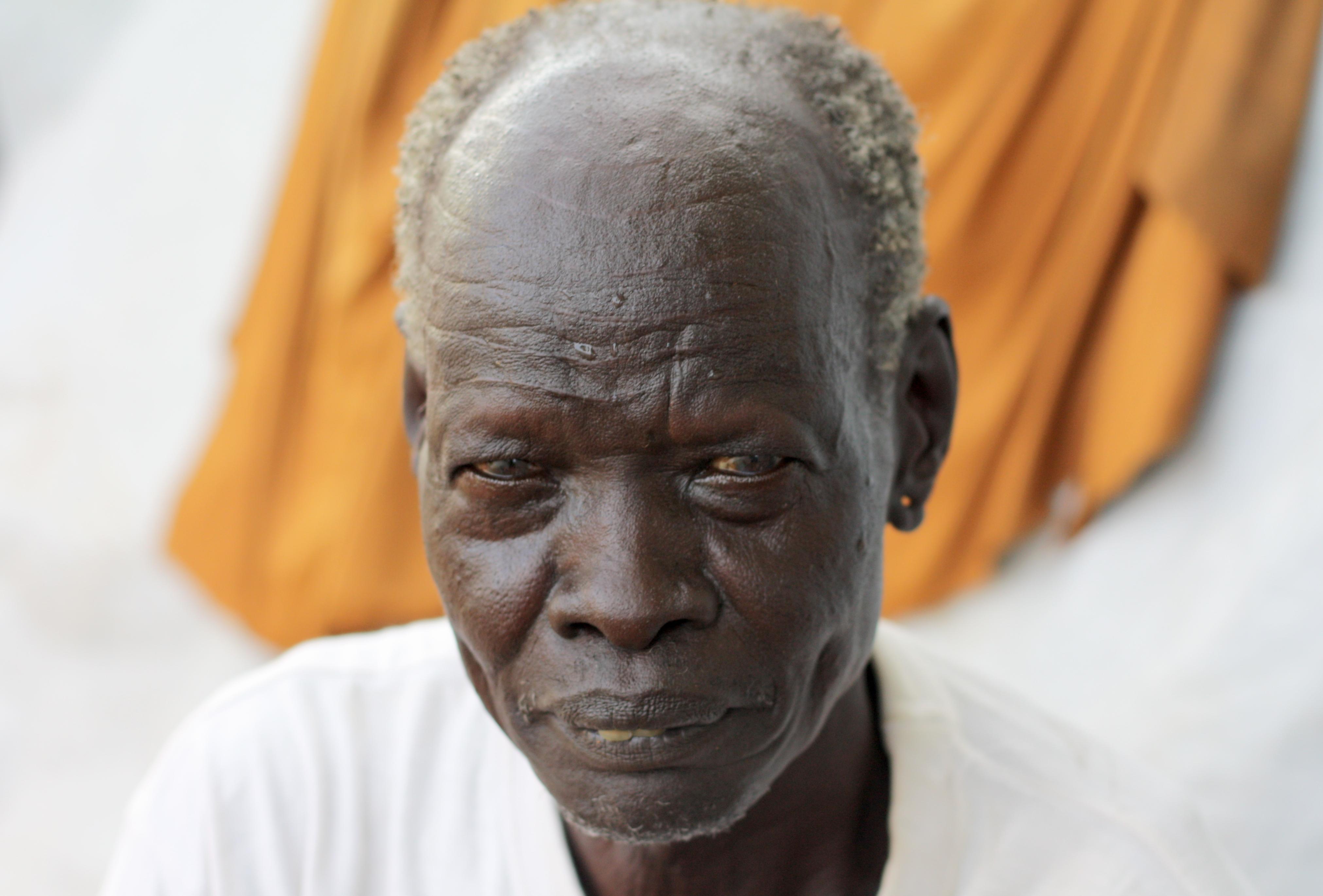 Homme âgé d'Afrique (Crédit image: www.matteomaillard.blog.lemonde.fr)