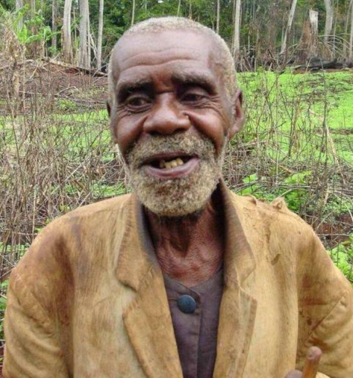 Homme âgé d'Afrique (Crédit image: africanhistory-histoireafricaine.com)